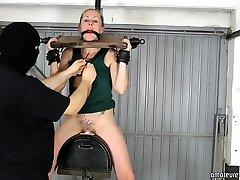Anna good-sized orgasm on sybian