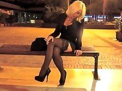 Smoking blond promenading