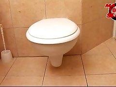 Mature toilet tart - Valery (46)