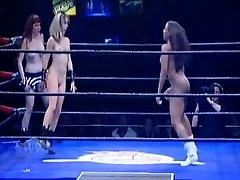 裸の女子レスリリーグ