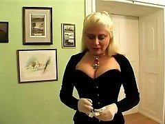 Dame Nicolette Extrem Torture