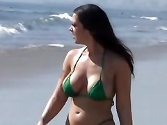 Melina Mason leaves the beach for a steamy smashing