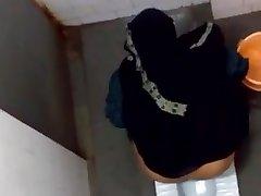 Hidden webcam Burkha lady hot ass