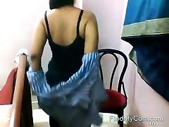 Fat bottomed Indian disrobes and taunts on webcam