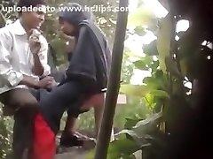 Бангладешские парни и милашки секс в парке