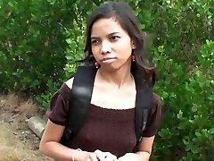 Мило Индийская девушка Аманда Путри подобрали на улице получить деньги за секс