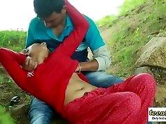 Desi indian girl romantic romp in the outdoor jungle - teen99