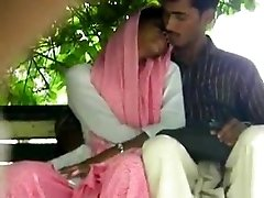 lovers handjob and fingering inpak