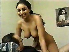 chica india usada para hacer pornography