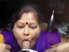 Indian Maid fellate job at office