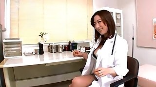 Jpn dame doctor plunges objects and finger into peehole