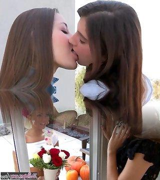 mollige fette lesben küssen