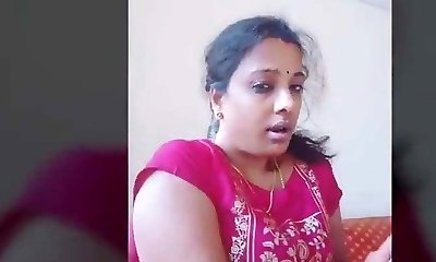 Dubmash Tamil by Tamil Aunty with showing mammories