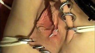Vraie soumise docile pleasure button piercee obeissante
