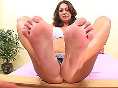 Brunette slut takes a sticky load on her pedicured toes