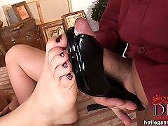 Caroline steamy footjob action