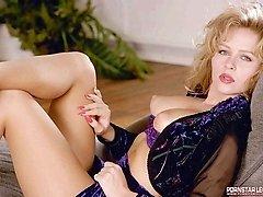Dyanna Lauren gets nude from pantyhose