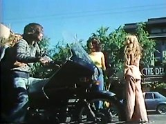Amber Hunt, Maryanne Fisher, Mitzi Fraser in vintage xxx clip