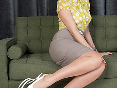 Naughty MILF Tammy strips and stuffs her stocking up her wet gash!