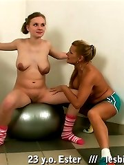 Mature trainer makes a young gymnast have sex
