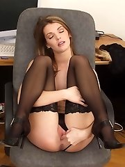 Taylor Francis strips naked at her PC