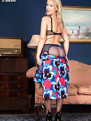 Evey is here putting on her usual fabulously sexy show, in some classic point heel fully...