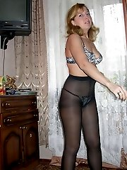 Amateur girls shows her pantyhose