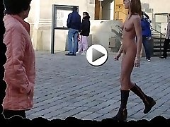 Hot flasher gets totally nude in public