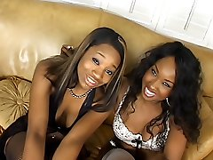 Ebony dykes get their pussies squirting