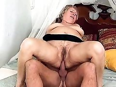 Slutty mature plumper enjoying a huge dick up her twat