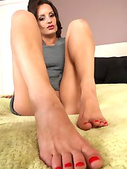 Valentina showing off her small dexterous feet with a latin mistress flavor!