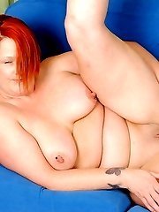 Chubby mature slut riding a banana