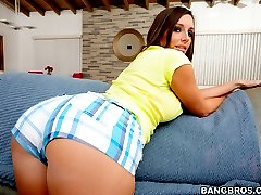 To all of you bubble butt lovers out there here is a very special treat today! Miss Jamie...