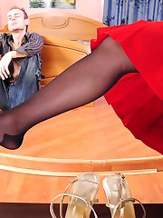 Sultry gal in black pantyhose aching for foot massage in from-behind frenzy