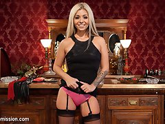 When gorgeous blonde babe Madelyn Monroe is invited to spend a night with Tommy Pistol, she...