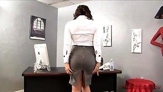 16 Pics- Naughty slut Desirae Spencer in lingerie gets naked