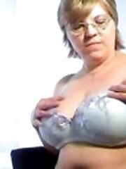 Busty amateur Bela revealing her melons