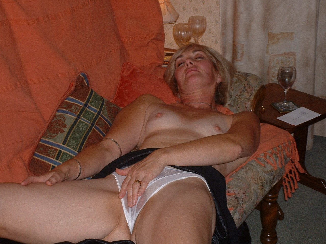 Dvd drunken housewife orgy