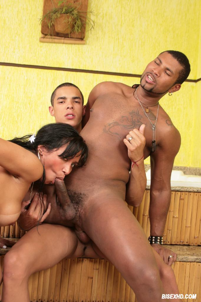 Ebony Amateur Bi Threesome