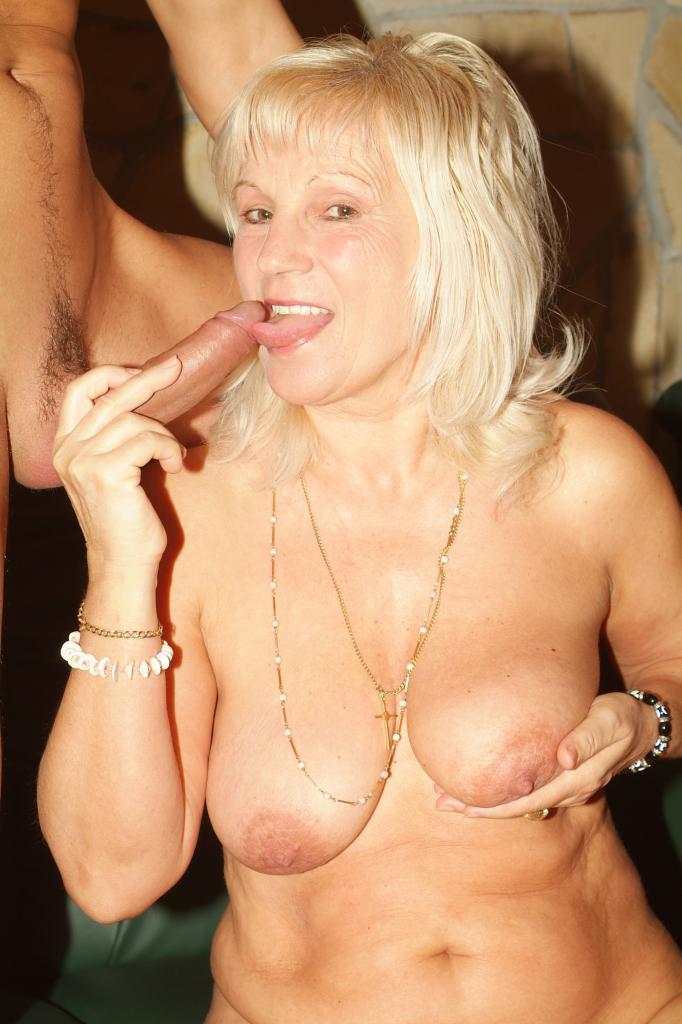 I love saggy granny tits