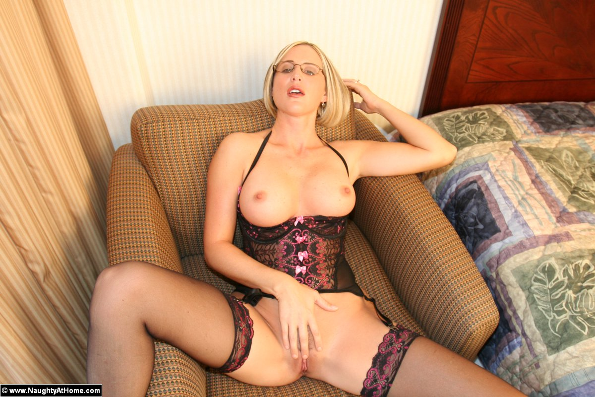 13d6d36c55 16 Pics- Naughty slut Desirae Spencer in lingerie gets naked