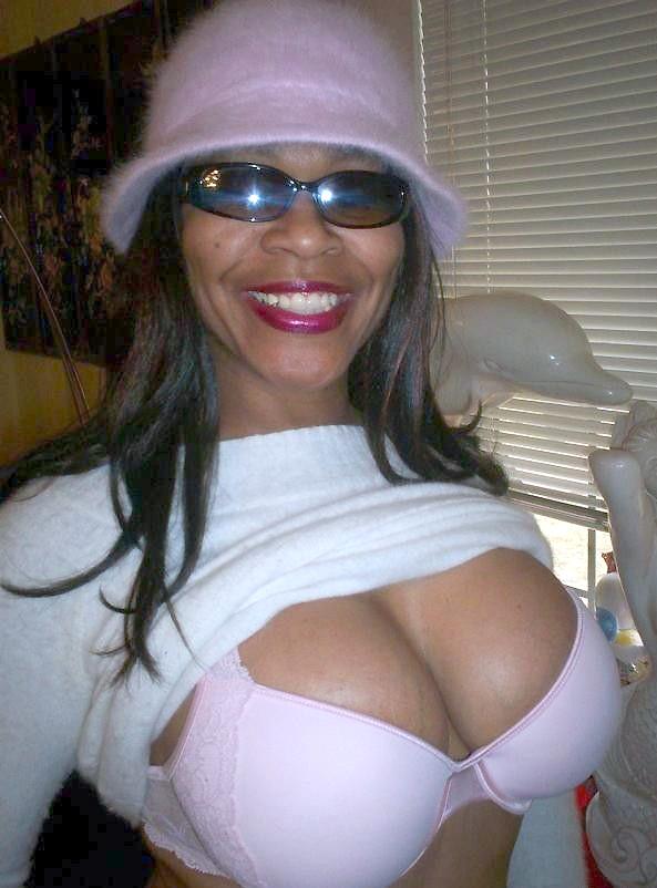 Amateur Ebony Nipple Play