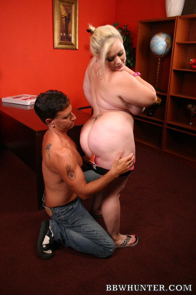 Sexy Chubby Hotties - Chubby hottie Bunny treats her stud with a blowjob and got ...