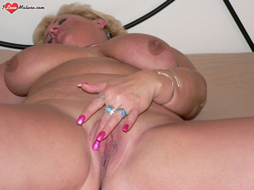 Girl Fingers Her Wet Pussy