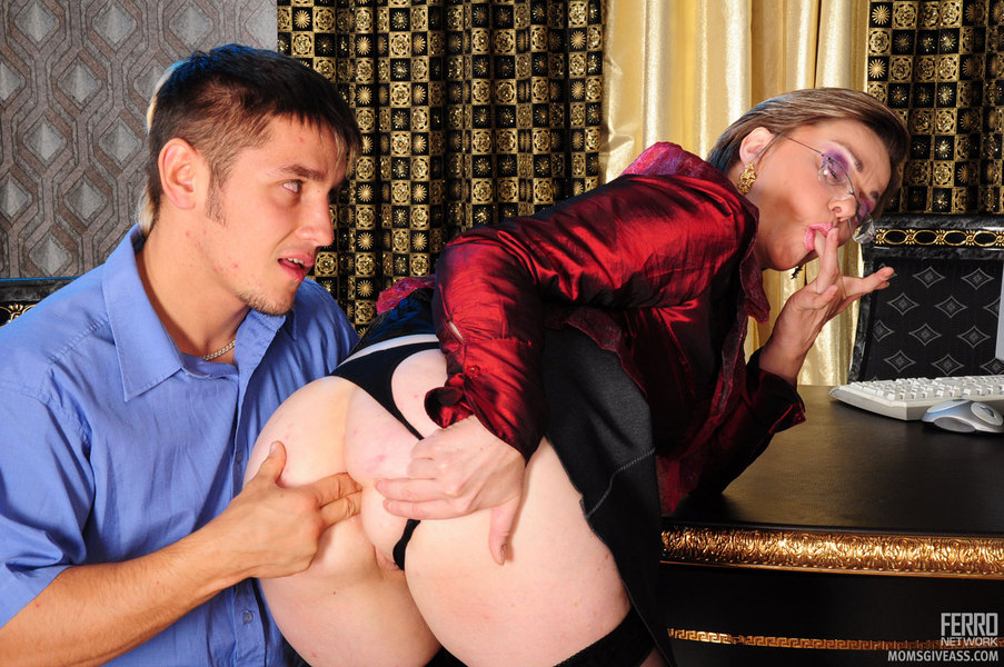Business woman anal fucked