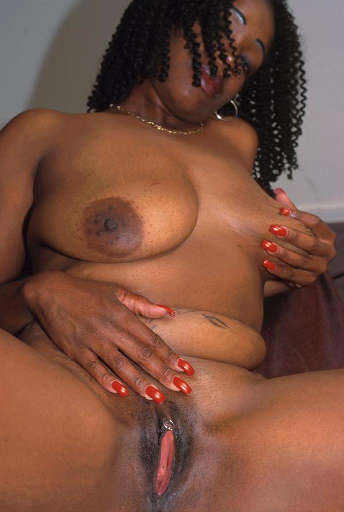 Ebony Pussy Play Outside
