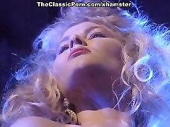 Deborah Wells, Emma Kiirustada, Lynn LeMay aastal vintage kurat movie