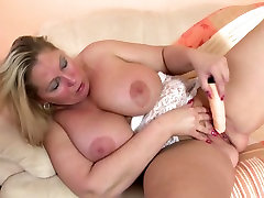 Mature curvy MOM with jav xxxvideo kk tits and ass