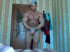 Str8 bodybuilder massive flexing