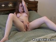 Seksīga Brunete Masturbē Maksts Toe Kērlinga Orgasma